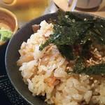 Niwakayachousuke - Bセット 満腹! 1680円、かしわめし大と奥には胡麻カンパチ刺身小鉢になります