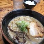 麺日和 - 極ドロ魚介とんこつ