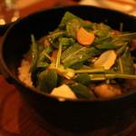 アルルの食堂 urura - 南部鉄器の鍋で炊き上げる、季節の炊き込み御飯も魅力。完全無農薬米
