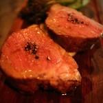 アルルの食堂 urura - 静岡のTEA豚(ティーとん)。お茶を与えてクリーンな環境で育てられた豚肉です。