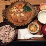 大戸屋 - チキンかあさん煮定食、ご飯は五穀米の大盛り