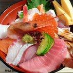 8313111 - 上海鮮丼(赤出汁付) 880円