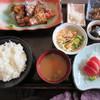 まぐろ丼 加一 - 料理写真:あぶりまぐろと刺身定食