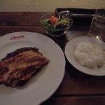 アランチャ - 古白鶏グリルとレンズ豆の煮込
