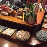 メキシカン酒場タコドール - カウンターはお酒を飲むのにぴったりの雰囲気^ - ^