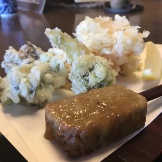 蕎麦彩膳 隆仙坊 - 料理写真:かき揚げと春野菜の天ぷら。手前は蕎麦田楽。