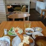 白壁ハナコ - こだわり定食のエビフライ
