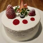 83138435 - ホワイトチョコレートといちごのショートケーキ