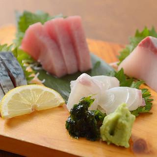 築地から仕入れた、食べて納得!の新鮮な魚介類