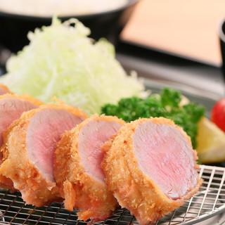 ランチは丼・定食+カフェ+夜は肉バルの3つの顔が楽しめます★