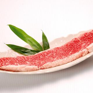 人気の「名物牛の一本焼き」をはじめて人気メニューが並ぶ。