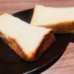 俺のイタリアン TOKYO - お通しがこのボリューミーなパン。