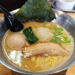 らぁめん初代オカワリ - 鶏白湯 700円 味玉 100円