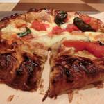 イタリアンダイニングペスカ - フレッシュトマトとバジルのパイピッツァ