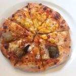 グラッチェガーデンズ - 揚げナスとコーンのピッツァです。