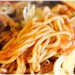 旨辛タンメン ファイヤーマウンテン - ツルっとした麺。