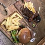 肉が旨いカフェ NICK STOCK - スペシャルバーガーとステーキ&極太ソーセージ