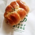 フルールブラン - ちくわパン 150円+税