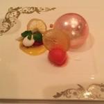 新横浜プリンスホテル - スイーツプレートが飴細工が美しい!エクセレント