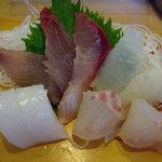 ほくしょう - ランチ定食の刺身。この日はアオリ、タイ、ヒラメ、そしてサバ!
