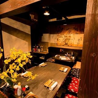 漁師小屋をイメージした居心地の良い個室は、デートにも最適◎