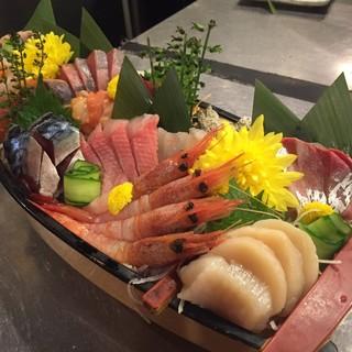 当日豊洲市場や産地より直送の鮮度の良い魚介類をご用意
