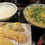 丸亀製麺 - ご飯、かけうどん並、天ぷら3種
