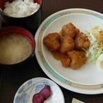 北彩都 - 実際の 鶏唐揚げ香味ソース定食    ギャップありすぎ~(;^ω^)    唐揚げにソースかけただけのもの。 ウソダロ~