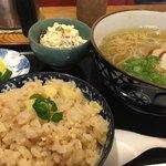 手打蕎麦と一品料理 わか草 - 料理写真:・サービスランチ<かけそば+筍ご飯>