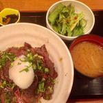83174537 - 炙り黒部和牛サシトロ丼1000円