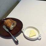 83176648 - 美味しかったパンとバター