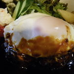 フェデリーニ - ロコモコ風ハンバーグ(ハンバーグと目玉焼きとのコラボ)