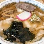 栄屋分店 - 冷やしワンタン麺