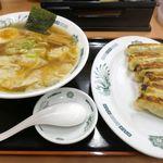 83185675 - 注文した「ワンタン麺 餃子セット」は10分ほどで目の前に運ばれてきました。