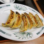83185678 - セットになった「焼餃子」はパリッと焼かれて美味しそうなフォルムにうっとり!