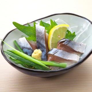 寿司屋のカウンターでしっぽり一杯…◎乙なお酒の時間をご提供。