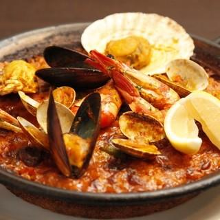 サフラン、スペイン米のパエリアは香り豊かで食欲をそそります!