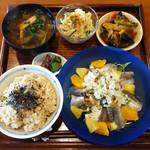 ぼん しいく - 今日の定食(いわしと香味やさいとフルーツのマリネ)