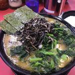 上越家 - 大盛ラーメン(¥890)+きくらげ(¥80)+小松菜とほうれん草のミックス増し(¥150)