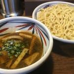 麺鮮醤油房 周月 - つけそば 大盛〜 つけ汁側から♪( ´▽`)