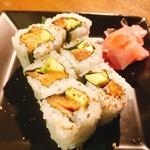 サクラマスの「サーモンアボガドロール」細巻き寿司