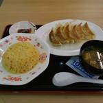 83200959 - 浜松餃子(6個) チャーハンセット あおさ味噌汁付き