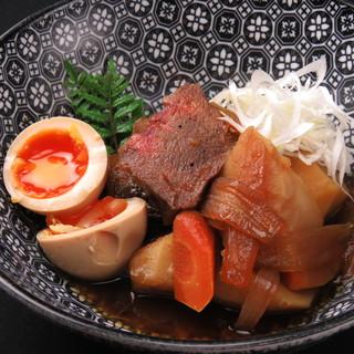 熟成牛タン料理写真は牛タンの肉じゃが780円人気メニューです