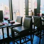 イタリアン&グリル アクア イルフォルノ - 窓側の席は、夜が良さそう