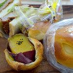 みんなの大ぱん - 料理写真:紅はるかのスイートポテト風おいものデニッシュ200円、ヒレカツサンド220円、焼きそばパン180円、ミルククリームパン