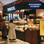PAUL - ベーカリー激戦区の品川駅構内でも絶えずお客さんが訪れる人気店。