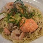 モルト・ヴォーノ - 新鮮魚介類のペペロンチーノ白ワイン風味