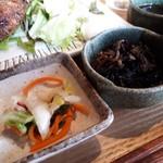離島キッチン - お新香とひじき煮もなかなか