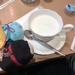 阪神構内喫茶 - ドリンクはミルクをチョイス