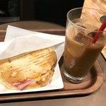 83216911 - フォカッチャサンド クロックムッシュ330円                       アイスコーヒー レギュラー 380円